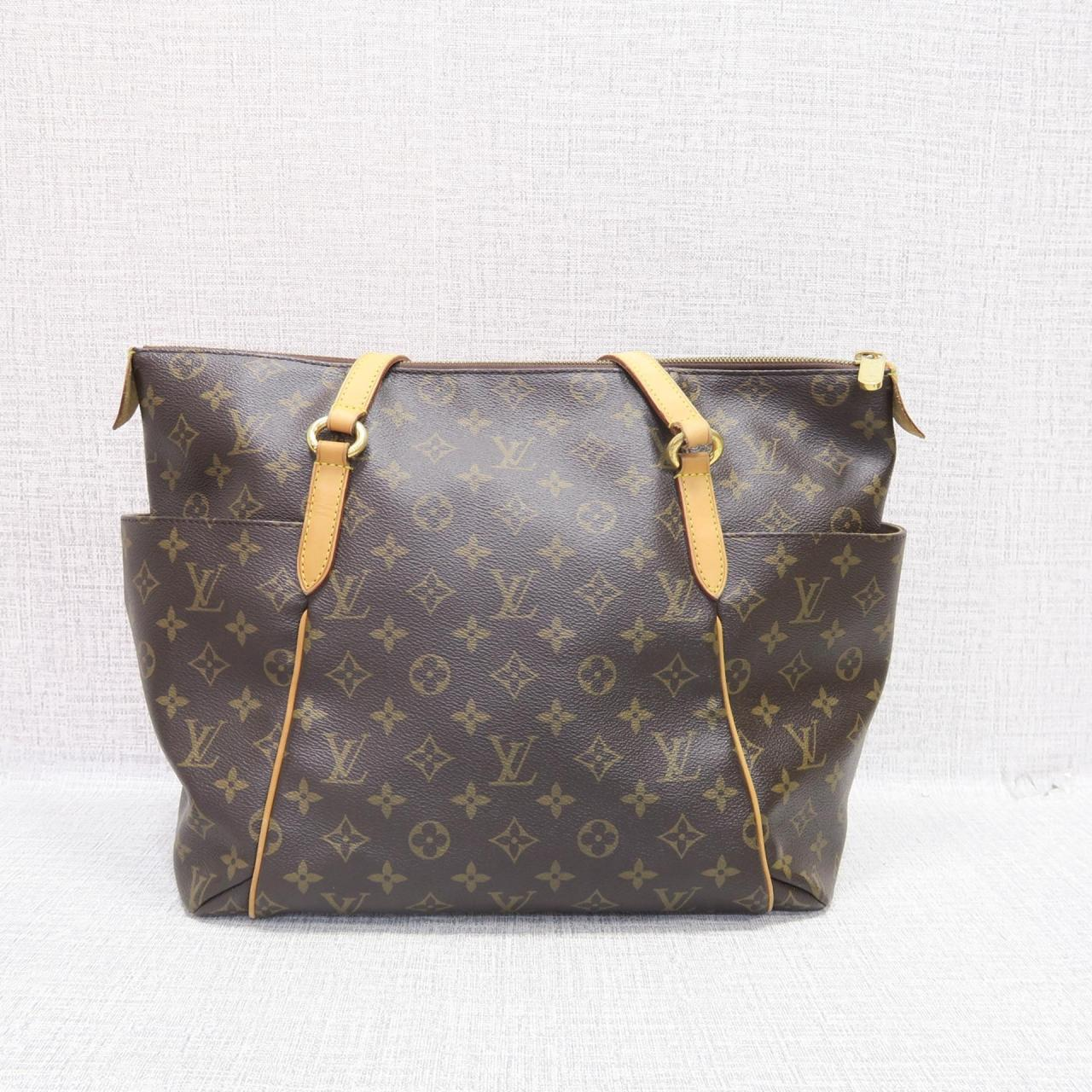 Recently I ve been getting a lot of questions emails concerning my Louis  Vuitton Neverfull 9e66019e03f66